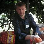Photo of Yaroslavl mayoral candidate Yevgeniy Urlashov experiences what it's like to volunteer in a food bank in Seattle, WA on a Rule of Law program (2007).