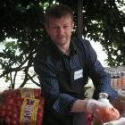 Photo of Yaroslavl mayoral candidate Yevgeniy Urlashov experiences what it's like to volunteer in a food bank in Seattle, WA on a Rule of Law program (2007).